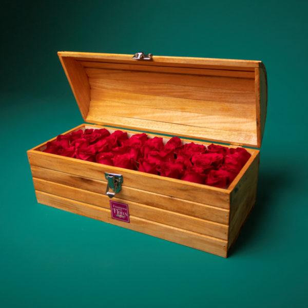Baúl café con rosas